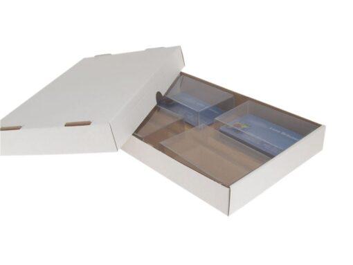 Varenr. 3080 - Forsendelses låg bund æske til f.eks. visitkortæsker: 215x147x30 mm. Sælges i bundt/kolli á 50 stk.